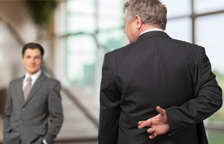 contador-seña-mintiendo-etica-profesion-contable