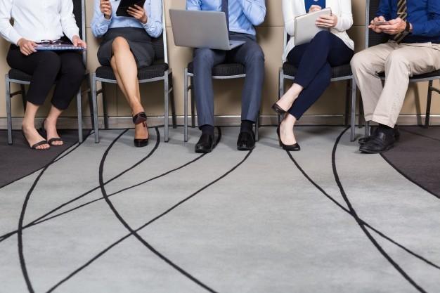 personas-tomando-asiento-tecnicas-seleccionar-personal